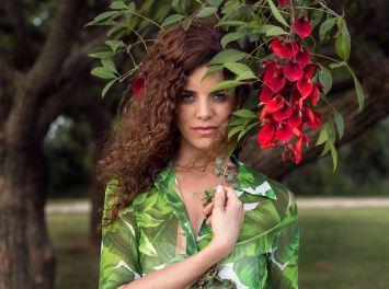 mora-sanchez-model-flowers-1